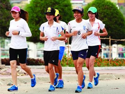 Sự góp mặt của 5 cô gái Thái tại Hà Tiên thể hiện rõ tinh thần vượt lên chính mình.             Ảnh: Hồng Vĩnh