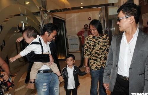 Tạ Đình Phong đưa hai con đến dự sinh nhật bà nội - ảnh 1