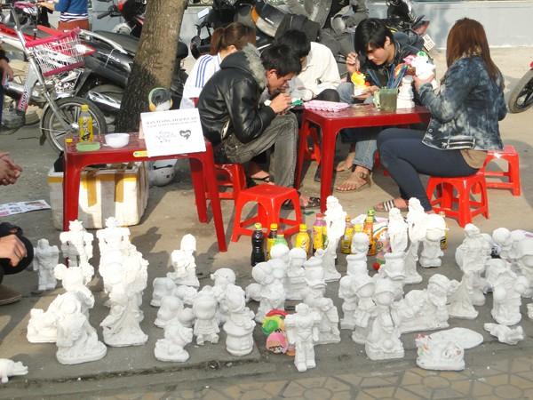 Những bức tượng mini sau khi được tô điểm sẽ mang thông điệp tình yêu
