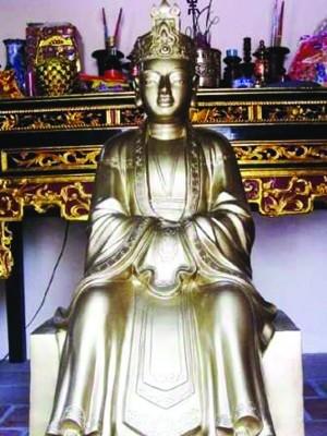 Bức tượng thân mẫu vua Đinh Tiên Hoàng. Ảnh: Đặng Hùng