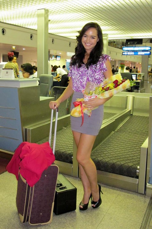 Victoria Thúy Vy bay sang Anh thi Hoa hậu thế giới - ảnh 2