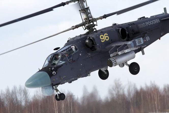 Kа-52 còn là trực thăng chỉ huy của hải lục không quân, dùng để nâng cao hiệu quả trong hợp đồng tác chiến quân binh chủng, làm nhiệm vụ trinh sát địa hình, chỉ thị mục tiêu và điều phối hoạt động chiến đấu