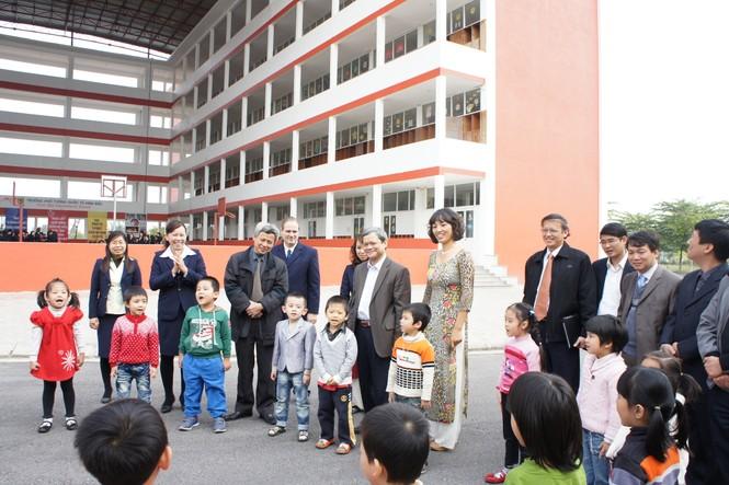 Đại diện lãnh đạo tỉnh Bắc Ninh tới thăm trường