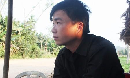 Phan Hợi đang kể với PV về quãng đời cơ cực trước kia.