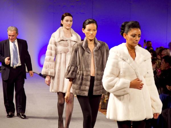 Tuyết Lan cá tính và lạnh lùng trong show diễn bộ sưu tập mùa đông của nhà thiết kế Kostas Gasgasoules