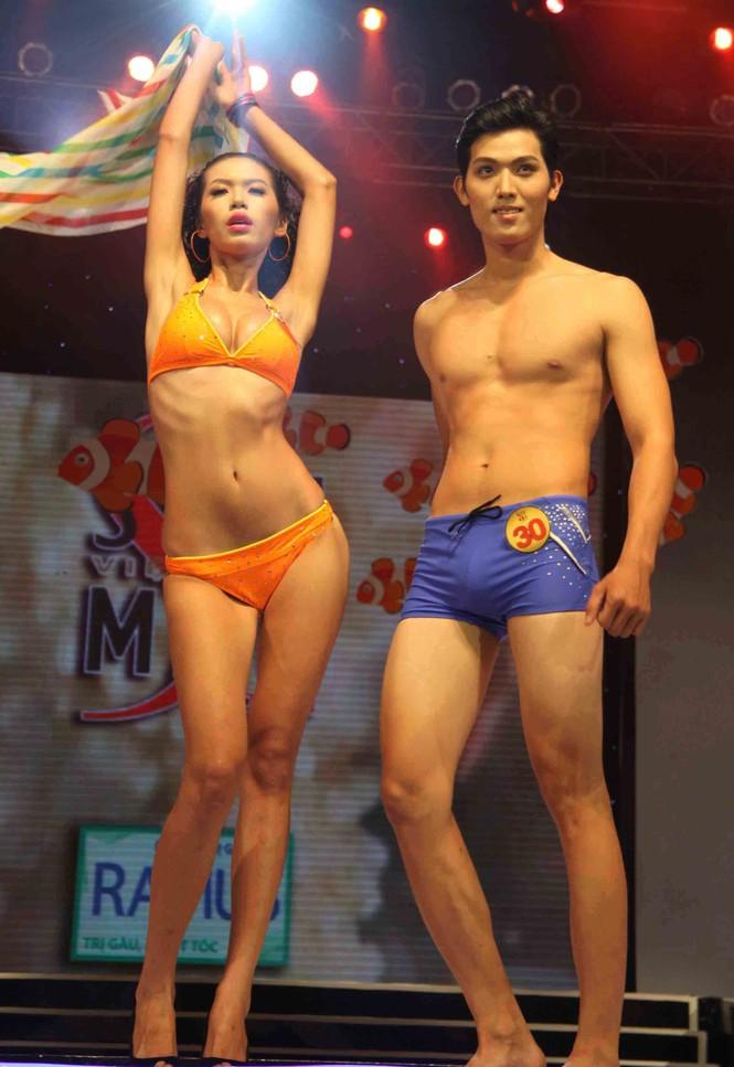 Trình diễn Bikini nóng bỏng đêm chung kết Siêu mẫu 2011 - ảnh 10