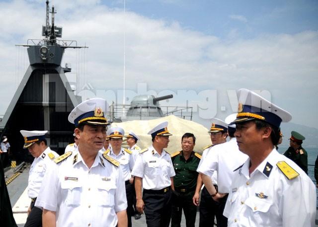 Tư lệnh Hải quân kiểm tra công tác SSCĐ tàu