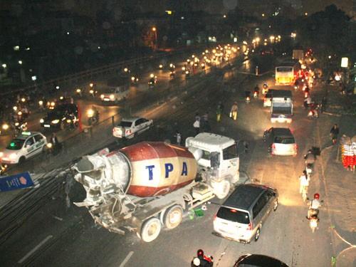 Vụ việc khiến giao thông bị ùn tắc nghiêm trọng tại đoạn gần bến xe Nước Ngầm