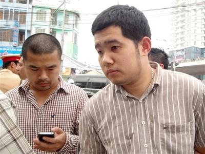 Vũ Lê Hoàng (phải) sẽ bị xử lý nghiêm khắc theo quy định của pháp luật
