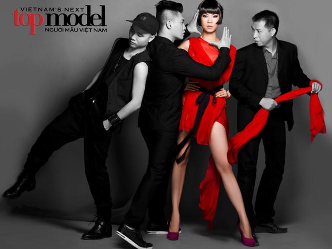 Bộ tứ giám khảo của Vietnam's Next Top Model 2011: NTK Đỗ Mạnh Cường, chuyên gia trang điểm Nam Trung, siêu mẫu Xuân Lan và nhiếp ảnh gia Phạm Hoài Nam