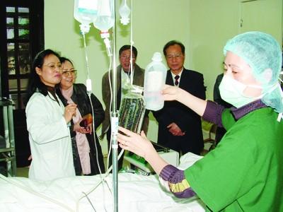 Số tiền dư từ Quỹ BHYT sẽ được chi cho mua sắm thêm thiết bị phục vụ chữa trị Ảnh: T.L