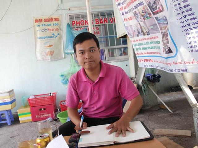 Anh Lê Hoài Phú, người trả lại 80 triệu đồng nhặt được cho khách để quên