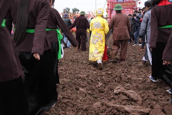 Nhiều người dân tham gia lễ hội Tịch điền