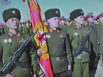 Quân đội Triều Tiên vừa duyệt binh rầm rộ