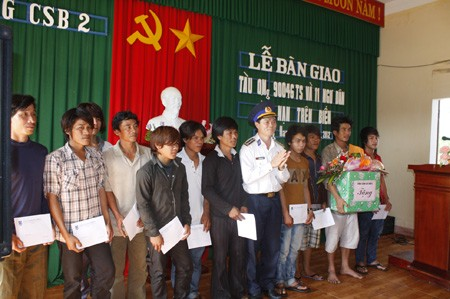 Quảng Nam: 11 ngư dân gặp nạn trở về an toàn - ảnh 12