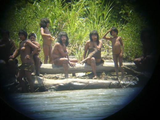 """Mashco-Piro- một bộ lạc hầu như không có liên hệ nào với thế giới bên ngoài vừa được các nhà khoa học """"chạm trán"""" với những hình ảnh rõ nét về cuộc sống. Hiện, bộ lạc Mashco-Piro đang sinh sống gần Công viên quốc gia Manu, đông nam Peru. Ảnh: Reuters"""