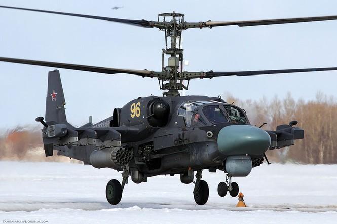 Mũi của máy bay trực thăng Ka-52 được bảo vệ bởi áo giáp có trọng lượng nhẹ hơn so với các loại trực thăng khác, nhưng độ che chắn tốt hơn, chống đạn cỡ 20 mm