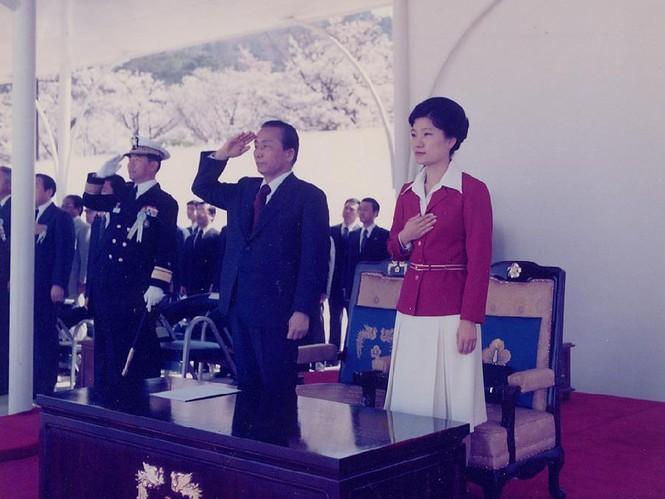 Bà Park Geun-Hye và cha – cựu tổng thống Park Chung-Hee