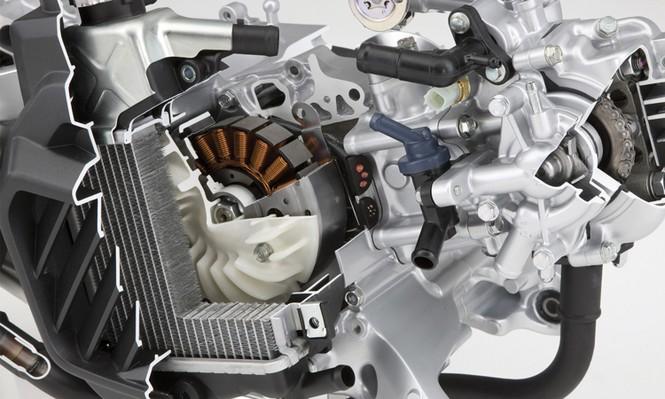 Cận ảnh Honda Air Blade 125 đổ xăng không cần xuống xe - ảnh 10