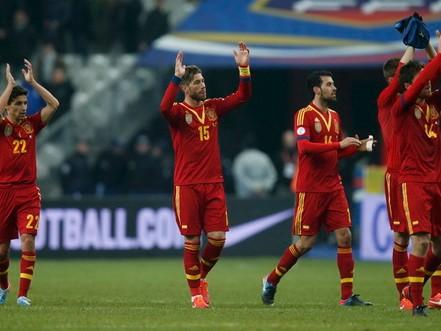 Tây Ban Nha giành lại ngôi đầu bảng I từ tay Pháp. Ảnh: Reuters