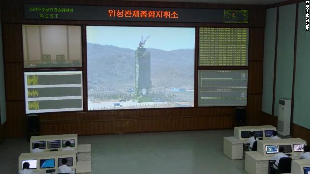 Bên trong phòng kỹ thuật phóng vệ tinh của Triều Tiên.
