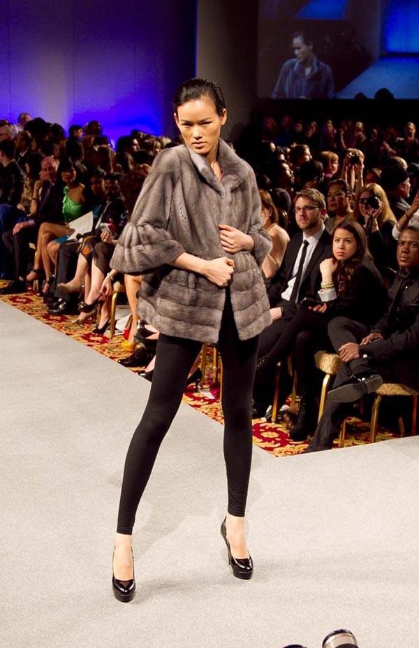 Hoàng Thùy lọt mắt xanh 'cha đẻ' Couture Fashion Week - ảnh 4