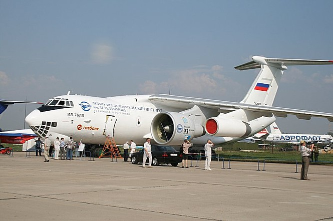 Máy bay vận tải Il-476