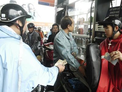 Xăng dầu tăng giá từ 8h tối 28/3 , Ảnh: Hồng Vĩnh