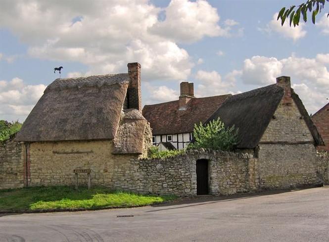 Một ngôi nhà trang trại ở Long Crendon.