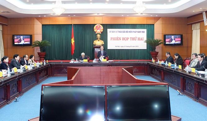 Chủ tịch Quốc hội Nguyễn Sinh Hùng chủ trì phiên họp. Ảnh: TTXVN