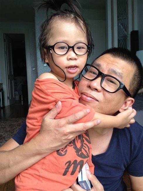 Vũ Anh là một trong số rất ít doanh nhân Việt cân bằng được công việc và thời gian cho vợ con (ảnh chụp cùng con trai bé)
