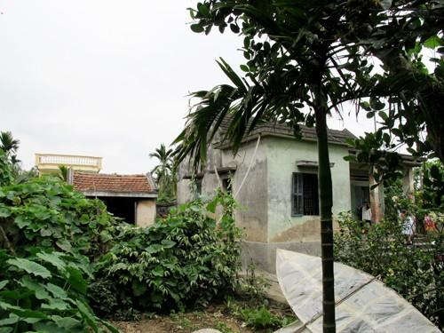Ngôi nhà xảy ra thảm án nằm sâu giữa làng ngay cạnh cánh đồng lúa