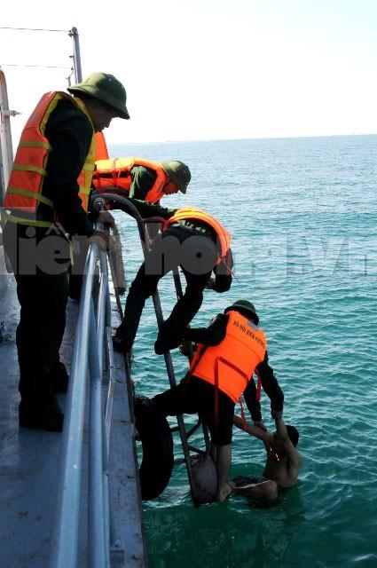 Cứu người bị nạn trên biển