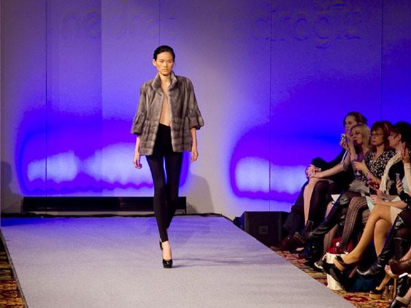 Hoàng Thùy lọt mắt xanh 'cha đẻ' Couture Fashion Week - ảnh 2