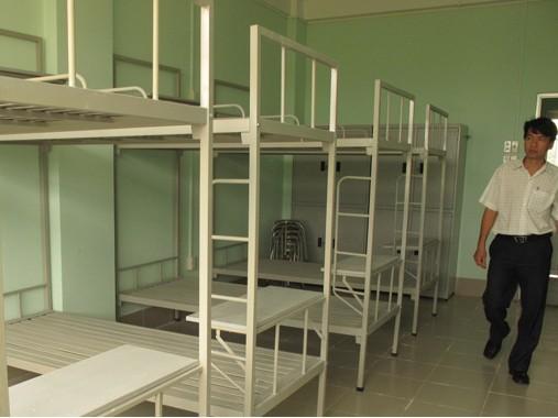 Một phòng trong khu nhà ở sinh viên Đồng Tháp được trang bị đầy đủ nhưng không có sinh viên ở - Ảnh: Thanh Tú