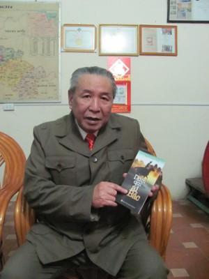 Nhà văn Trường Thanh nặng lòng với             đề tài chiến tranh biên giới.             Ảnh: Duy Chiến