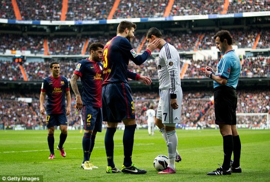 Ronaldo chỉ vào sân từ hiệp 2