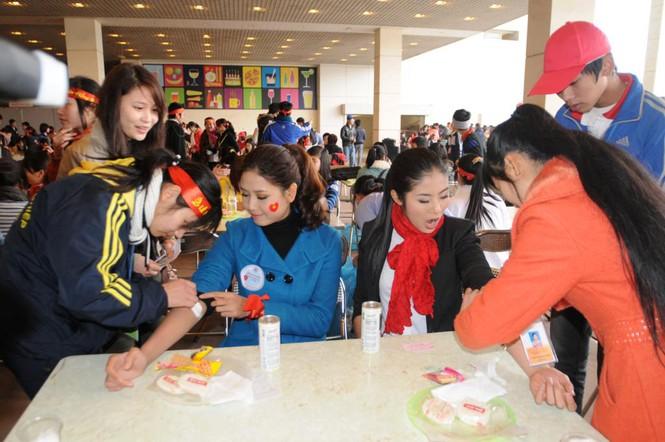 Các tình nguyện viên chăm sóc chu đáo