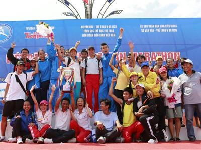 Ảnh 1: Khánh Hòa ăn mừng chiến thắng lần thứ 9