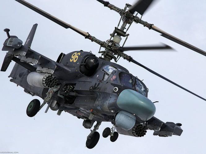 Ka-52 là máy bay trực thăng tấn công có thể thực hiện các thao tác bay phức tạp và rất linh hoạt để tấn công mục tiêu hoặc tránh đạn phòng không