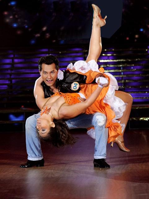 Bài nhảy của Huỳnh Đông và bạn nhảy Rusina được đánh giá rất tốt và nhận được nhiều lời khen của giám khảo Nguyễn Quang Dũng về phần dàn dựng.