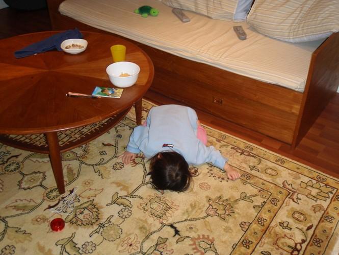Những kiểu ngủ gật đáng yêu của bé - ảnh 19