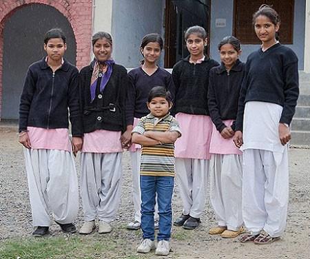 Thầy giáo nhỏ nhất thế giới, 22 tuổi cao 0,9m - ảnh 2