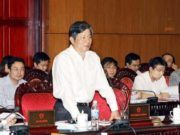 Bộ trưởng Bộ KH&ĐT Bùi Quang Vinh trình bày báo cáo bổ sung của Chính phủ Ảnh: TTXVN
