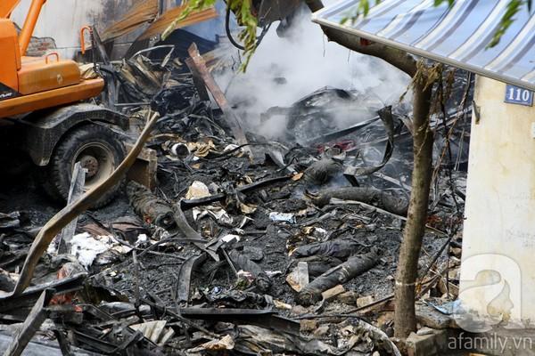 Hình ảnh tan hoang của ngôi nhà 112-114 sau đám cháy và bên cạnh là ngôi nhà số 110