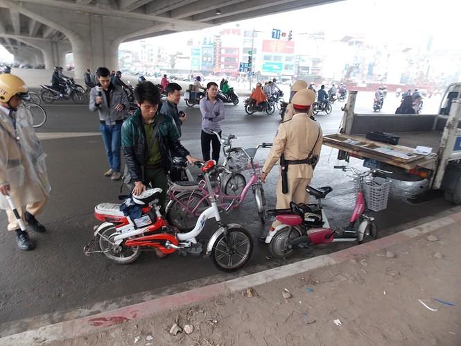 Nhiều sinh viên đi xe đạp điện không MBH - ảnh 5