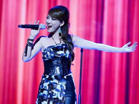 Đinh Hương với ca khúc 'Tôi là ai' đang đứng ở vị trí thứ 2