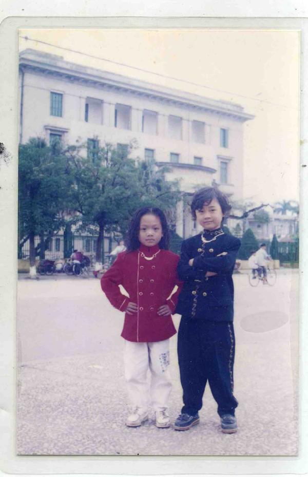 Cô gái này rất nam tính, trong ảnh Trà My diện bộ đồ mang phong cách ông vua nhạc pop Michael Jackson