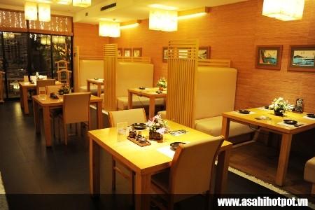 Không gian mang sắc vàng ấm cúng tại nhà hàng Asahi Hot Pot