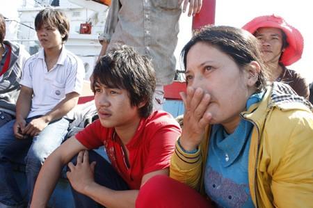 Quảng Nam: 11 ngư dân gặp nạn trở về an toàn - ảnh 9